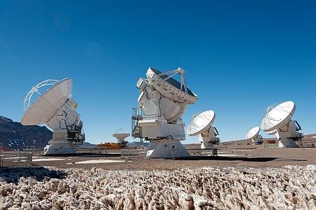 La primer antena de 7 metros llega a Chajnantor