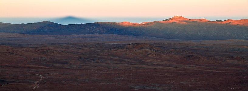 Ein Schatten bei Sonnenaufgang