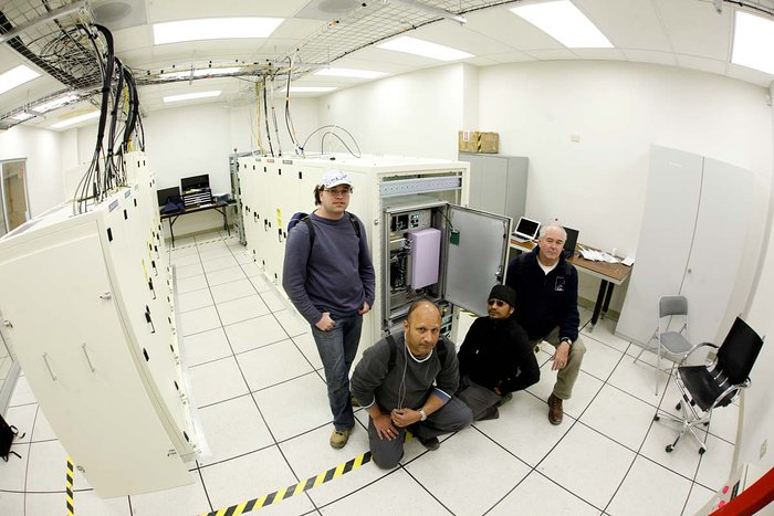 Hydrogen maser atomic clock installed at the ALMA AOS
