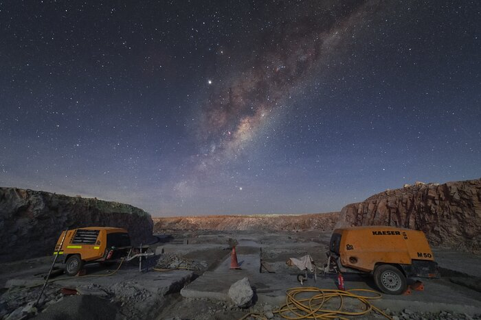 Working under the Milky Way at ELT construction site