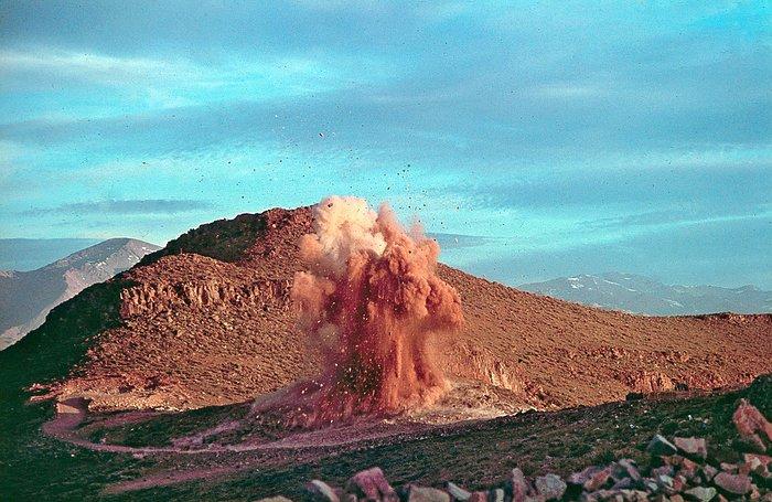 Rock blasting for the construction of La Silla