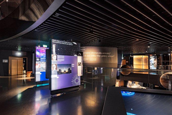 Выставка в Центре ESO Supernova