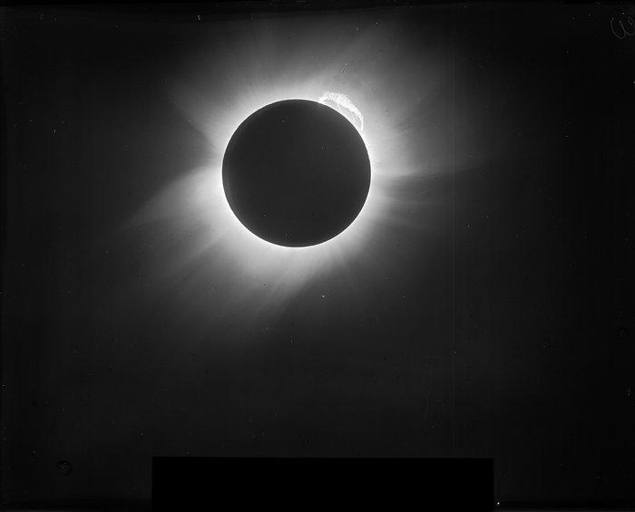 Original image of the 1919 solar eclipse