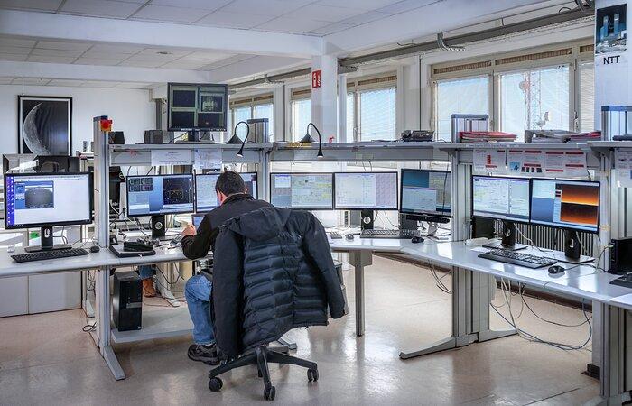 NTT control room