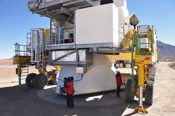 Moving ALMA antennas to Atacama Compact Array pads on Chajnantor