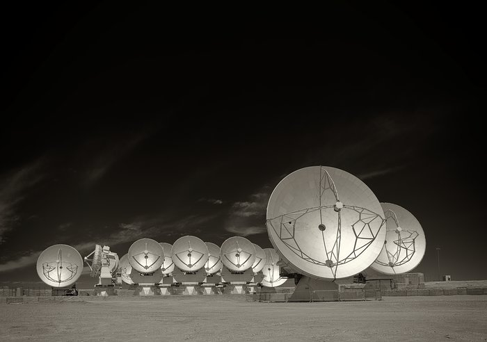 The Atacama Large Millimeter/submillimeter Array (ALMA)