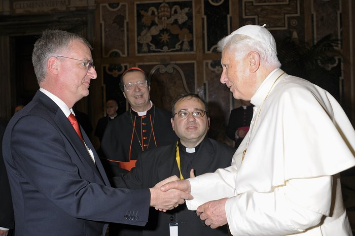 ESO Director General visits Vatican City