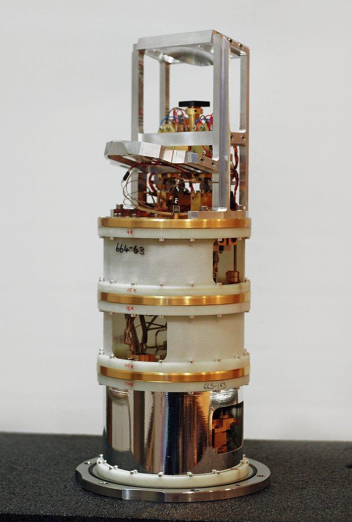 Jeden z přijímačů ALMA pro 5. pásmo