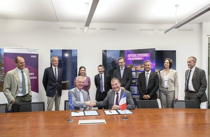 Die ESO unterzeichnet den Vertrag mit Reosc über die M4-Schalenspiegel für das E-ELT