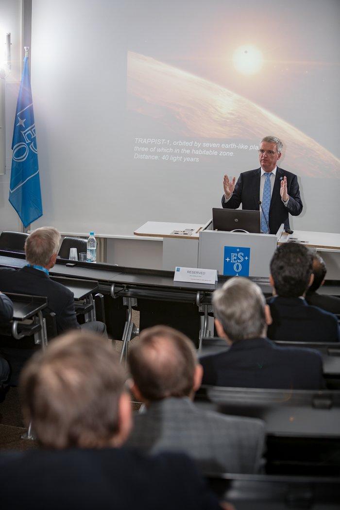 Konsularisches Korps in Bayern besucht ESO-Hauptsitz