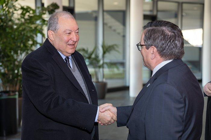 President of Armenia visits ESO Headquarters