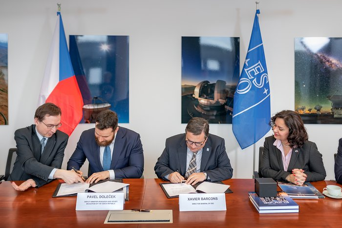 ESO and Czech Republic sign Training Programme agreement
