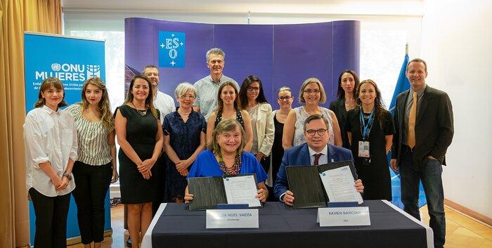 Vertreterinnen der ESO und der Vereinten Nationen