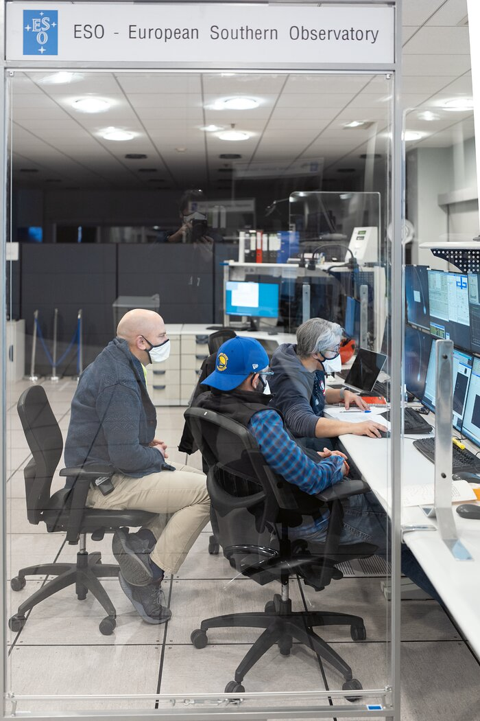 Paranal Science Operations Team checks UT2's view of the sky