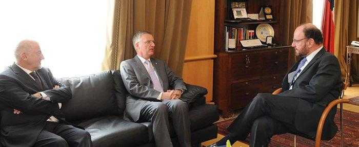 Director General de ESO se reúne con Ministro de Relaciones Exteriores de Chile
