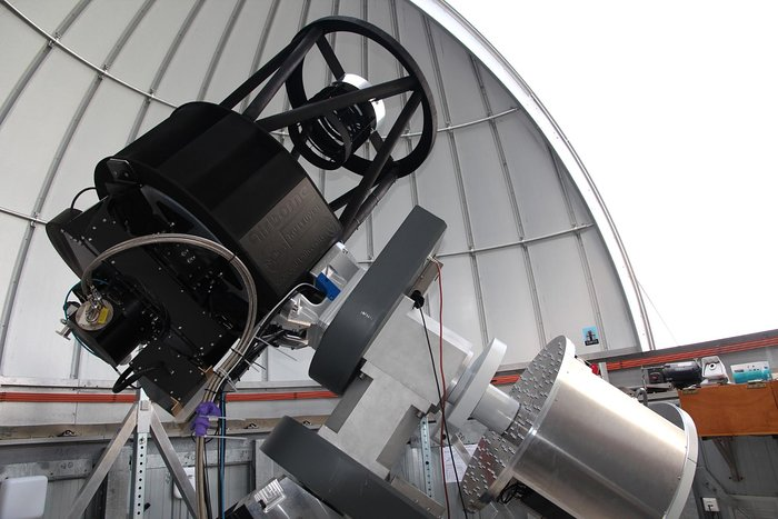 Het prototype van een BlackGEM-telescoop in zijn koepel in Nijmegen.