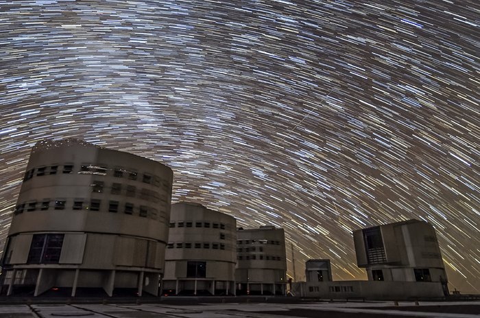 Swirling stars above the VLT