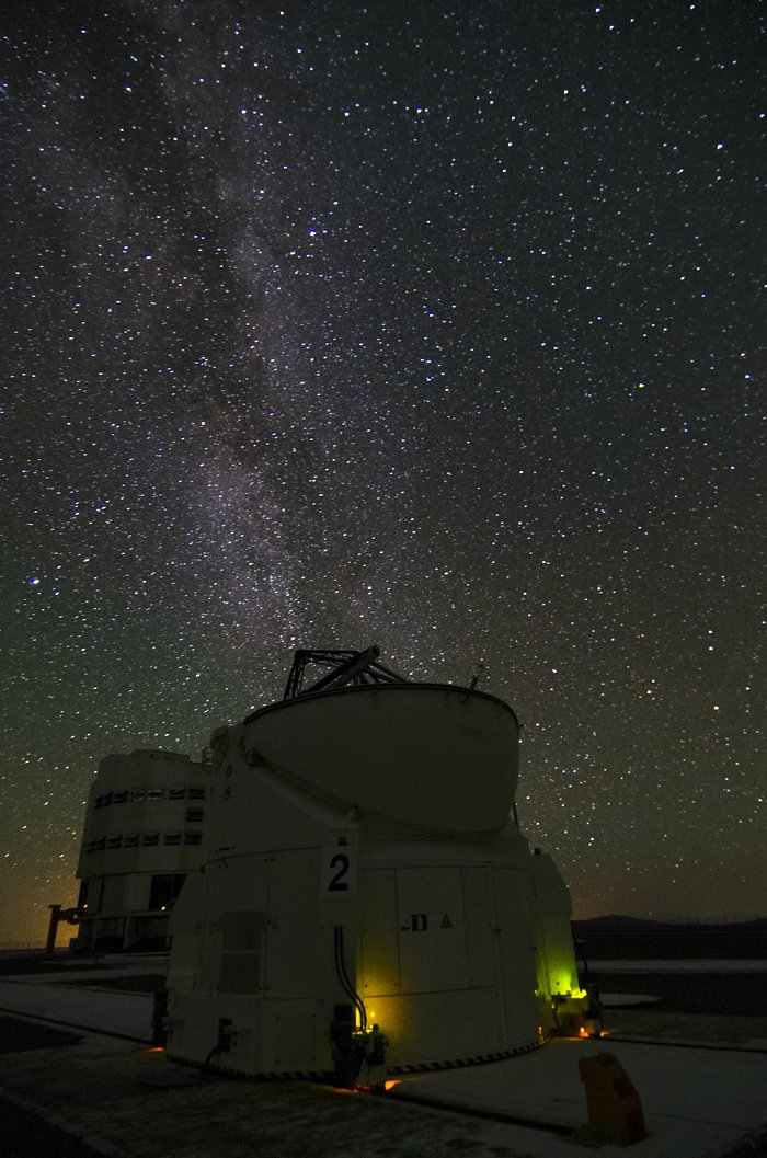 A VLT Auxiliary Telescope watches the Milky Way