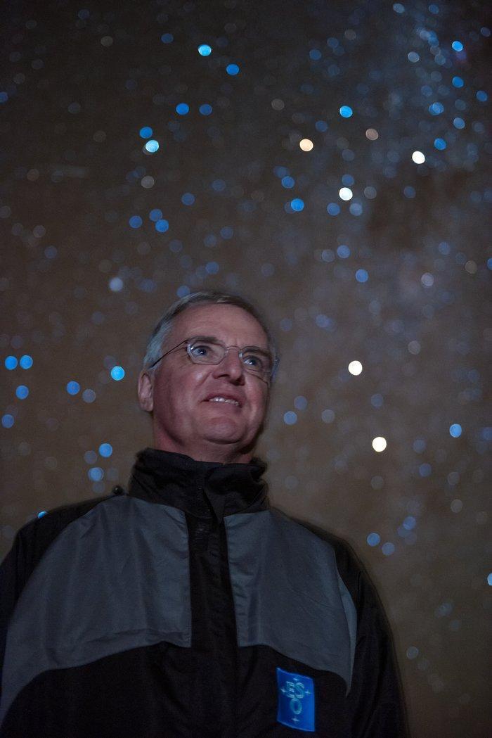 Tim de Zeeuw against a starry background