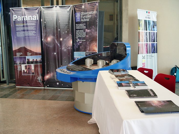 ESO stand at the Italian School in Santiago