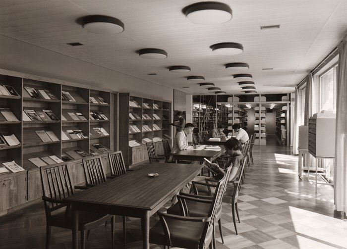 The library of the ESO Santiago Office in 1969