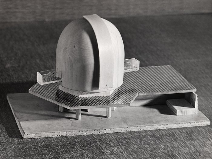 Model of the ESO 3.6-metre telescope