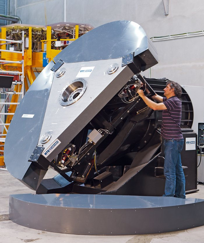 Testing the ELT's fifth mirror (M5)