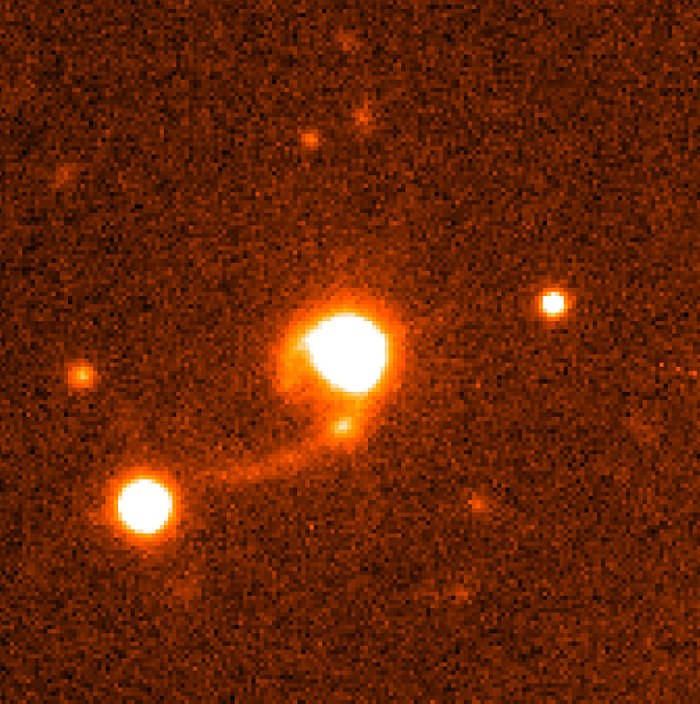 Quasar HE 1013-2136 with tidal tails