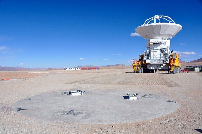 Una antena ALMA llega por primera vez al Llano de Chajnantor