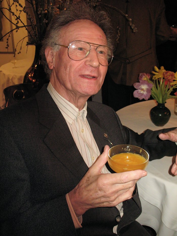 Raymond Wilson recibe el Premio Kavli 2010