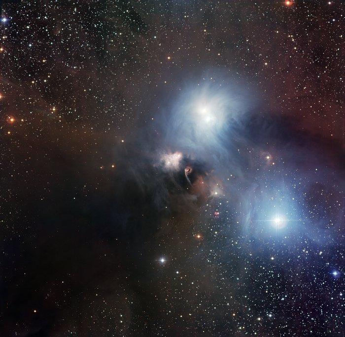 Obszar R Coronae Australis sfotografowany instrumentem Wide Field Imager w La Silla