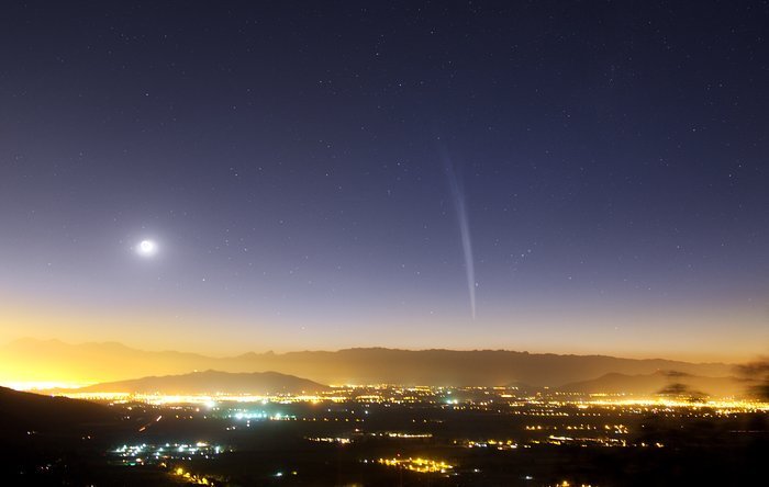Christmas Comet Lovejoy seen over Santiago