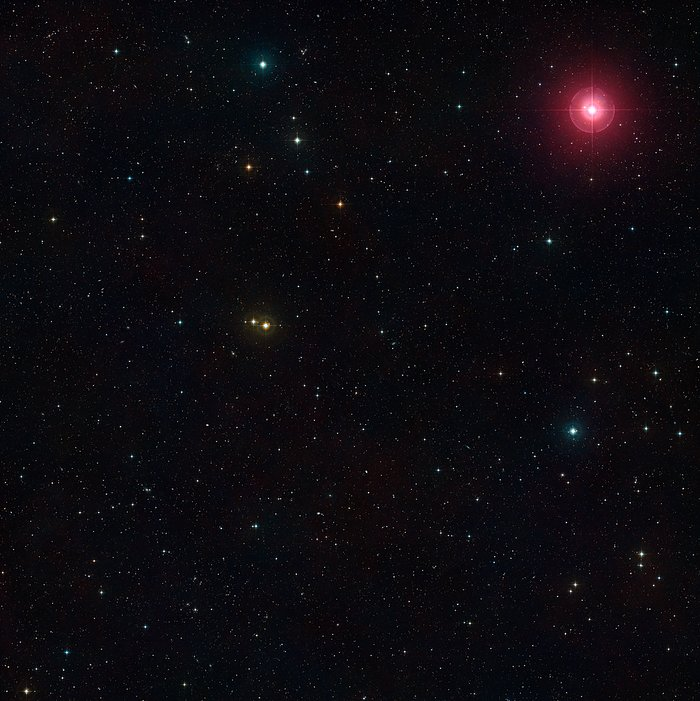 Širokoúhlý pohled na část oblohy obsahující pole přehlídky MASSIV