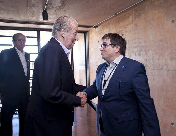 Juan Carlos I, König von Spanien, und Xavier Barcons, der Präsident des ESO-Council