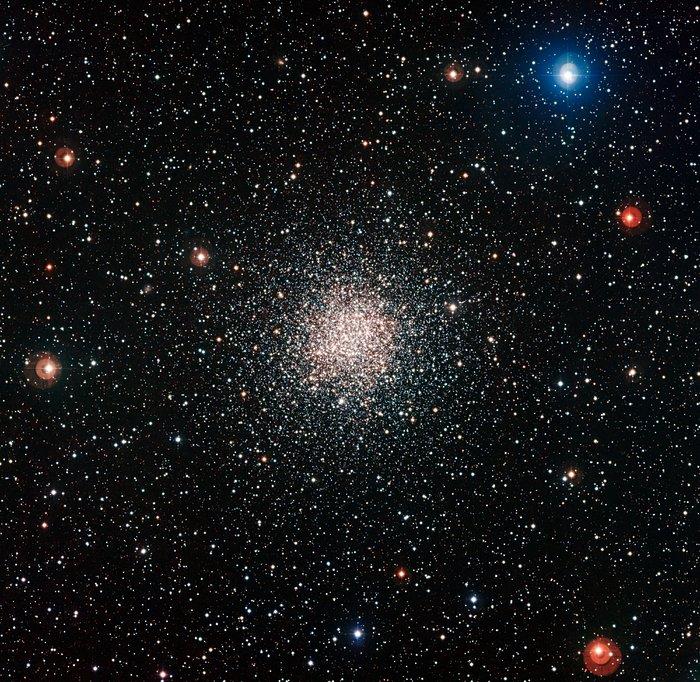 De bolvormige sterrenhoop NGC 6362
