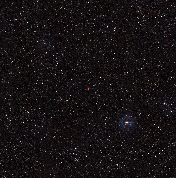 Vidvinkelbilde av himmelen rundt den planetariske tåken Fleming 1