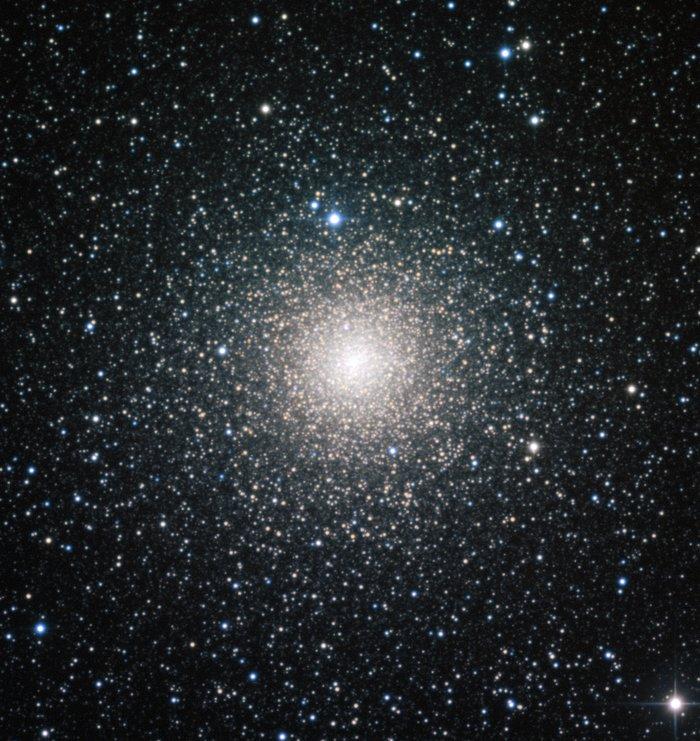 De bolvormige sterrenhoop NGC 6388, waargenomen door de Europese Zuidelijke Sterrenwacht