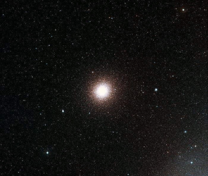 Het hemelgebied rond de bolvormige sterrenhoop 47 Tucanae