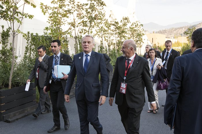 The Prime Minister of France, Jean-Marc Ayrault, and Massimo Tarenghi at the CELAC–EU Summit in Santiago