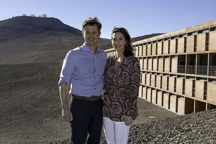 Het kroonprinselijk paar van Denemarken tijdens hun bezoek aan de ESO-sterrenwacht op Paranal