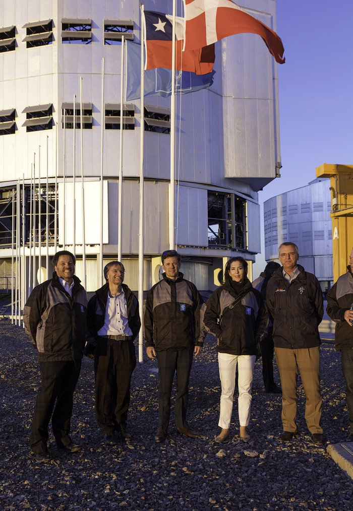 Os Príncipes Herdeiros da Dinamarca na plataforma do Very Large Telescope do ESO