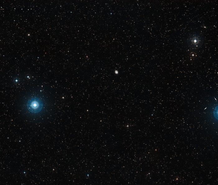 Weitfeldaufnahme der Himmelsregion um die Spiralgalaxie NGC 1637