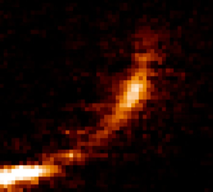 Eine Gaswolke, die vom Schwarzen Loch im Zentrum der Milchstraße auseinandergerissen wird