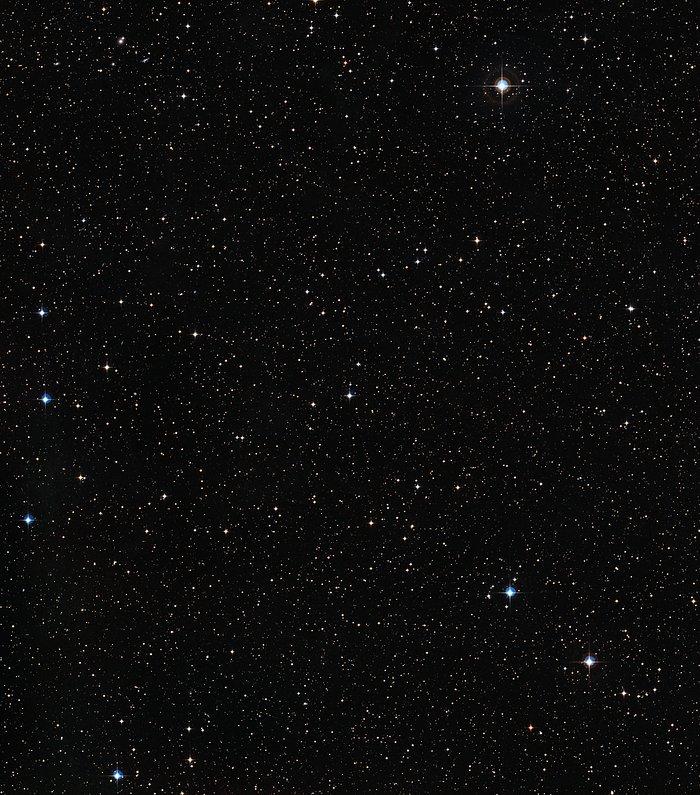 Širokoúhlý pohled na oblast oblohy kolem hvězdy HIP 102152