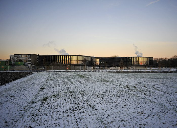 The ESO Headquarters extension seen from afar