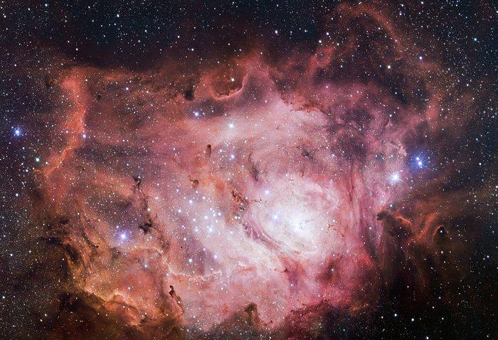 mmagini della Nebulosa Laguna prese dal VST