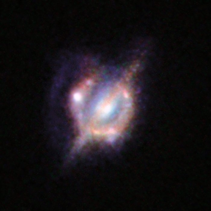 Verschmelzende Galaxien im frühen Universum unter einer kosmischen Lupe