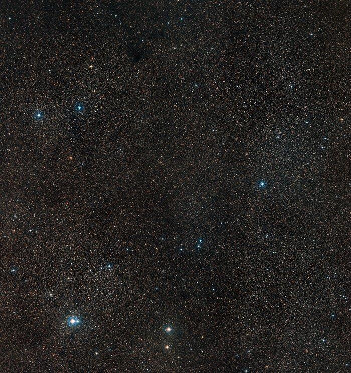 Широкоугольный снимок области неба вокруг планетарной туманности Henize 2-428