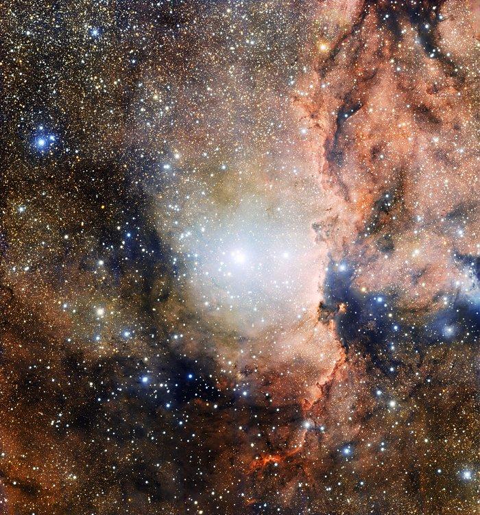 O enxame estelar NGC 6193 e a nebulosa NGC 6188