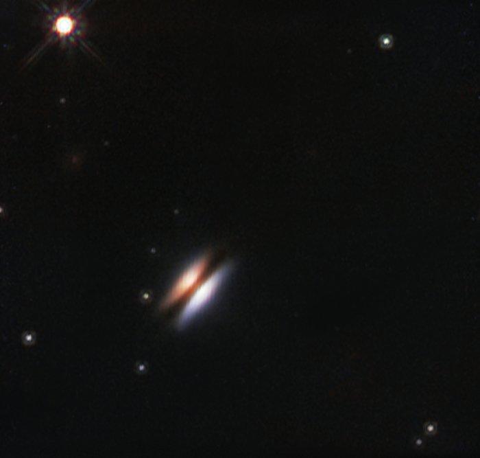 Den protoplanetära skivan med namnet det flygande tefatet omkring 2MASS J16281370-2431391